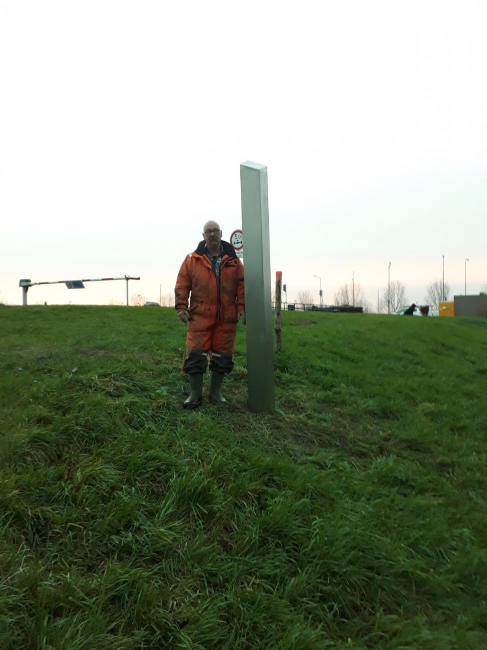 Locks worker on 9 12 next to monolith Maasbracht
